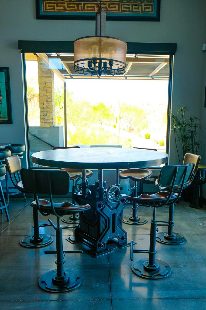 Abbott adjustable height table